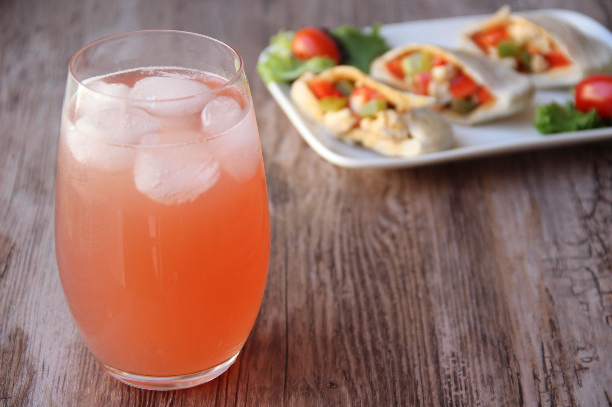 Bay breeze cocktail and spicy chicken pitas