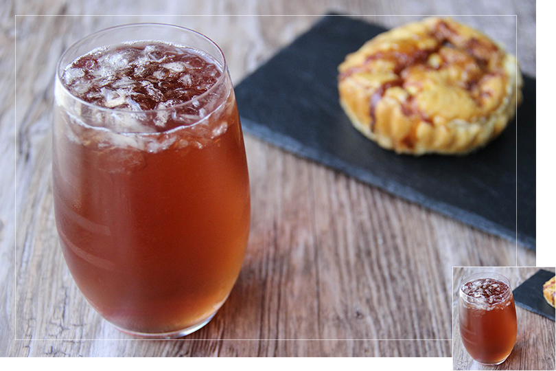 Country breeze cocktail and quiche