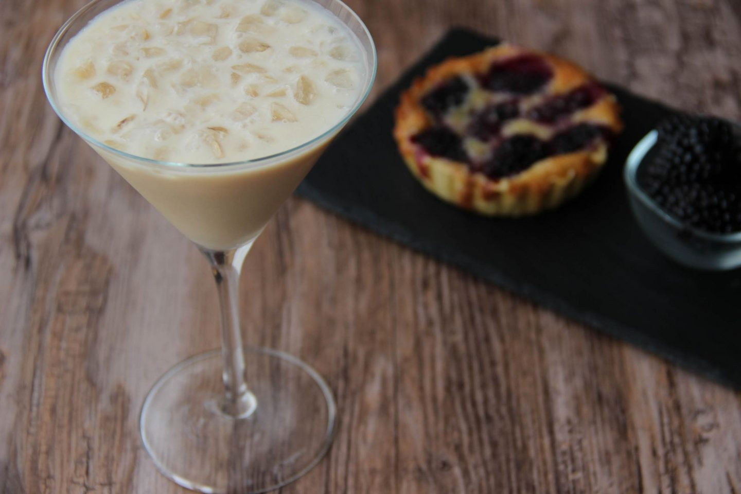 Chilling out cocktail and recipes blackberry tart cream cake cocktail