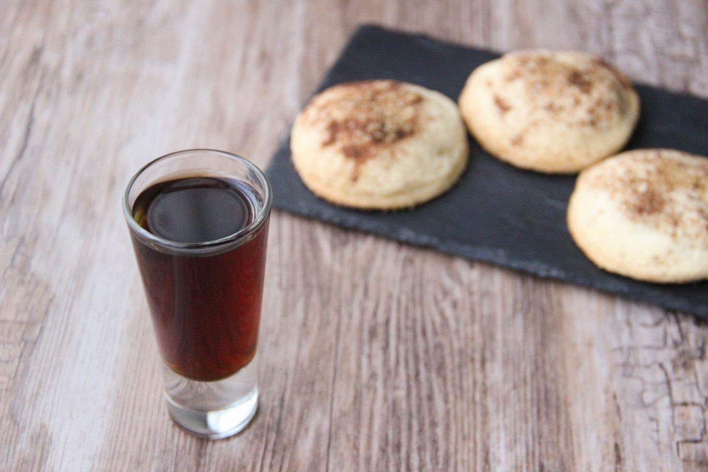 Chilling out cocktail and recipes apple shortbread biscuit and iguana cocktail